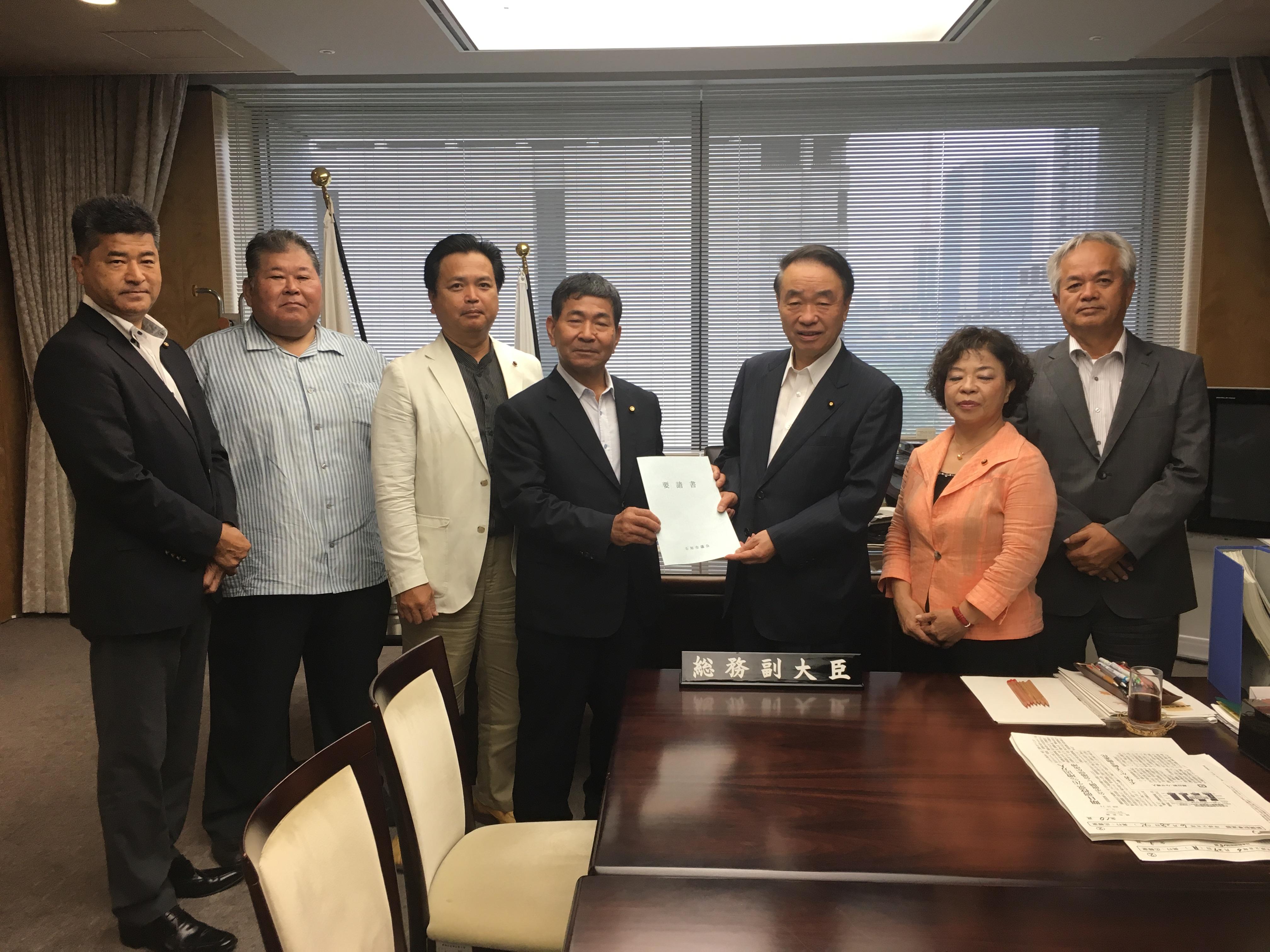 「安倍総理は、憲法改正の意図を隠していると岡田民進党代表」の画像