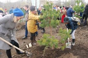 ハバロフスク市制160周年祝賀で160本の記念植樹をハバロフスク市民と共に実施
